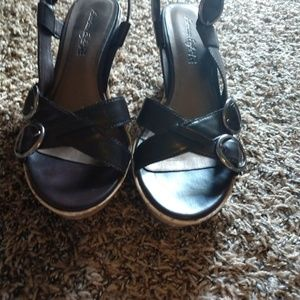 3/$15 American Eagle sandals 9.5